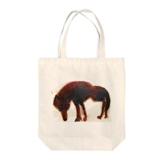 野生の狼 Tote bags