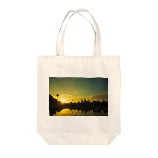 Dawn of Angkor Wat Tote bags