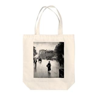 Paris, 1911 Tote bags