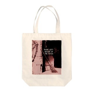 THING LEFT BEHIND OF THE WITCH Tote bags