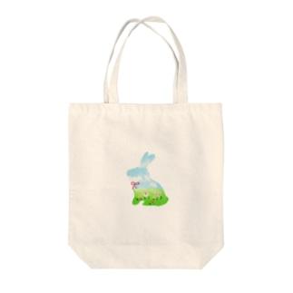 空模様のうさぎ Tote bags