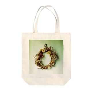 フラワーリース Tote bags