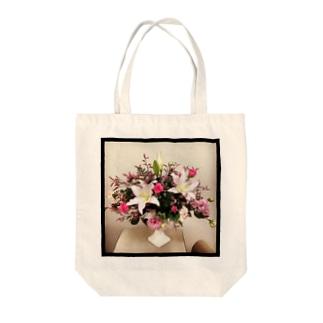 クレッセント(ホワイト×ピンク) Tote bags