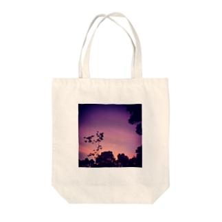 日暮れ Tote bags