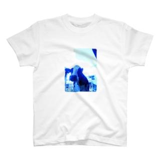 青の乳牛 T-shirts
