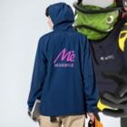 keita屋のMESARION+ロゴ 文字切り抜きVer(ピンク) Anorakの着用イメージ(裏面)