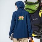 eigoyaのクローバーと茶トラ猫 Anorakの着用イメージ(裏面)