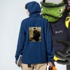 世界の絵画アートグッズのヴィットリオ・マッテオ・コルコス 《リュクサンブール公園での会話》 Anorakの着用イメージ(裏面)