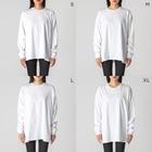 🍃とあるお茶🍵のきもくま Big silhouette long sleeve T-shirtsの女性着用イメージ