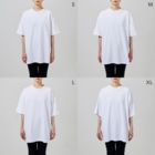 BE UPWARDの404 not found white Big silhouette T-shirtsの女性着用イメージ