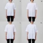 雑穀🌽林檎豆🍎の金魚鉢 Big silhouette T-shirtsの男性着用イメージ