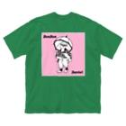 BonBonの読書をするダニエル Big silhouette T-shirts