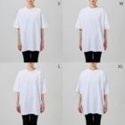 斬る'em ALLの【KJデザイン】MEGALO MANIA-003-陽 #MGLMNA Big silhouette T-shirtsの女性着用イメージ