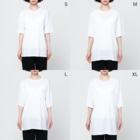 Rigelの猩々緋羅紗地違い鎌模様陣羽織柄 フルグラフィックTシャツ 角印ロゴ Full Graphic T-Shirtのサイズ別着用イメージ(女性)
