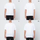 小さなおみやげやさん(SUZURI支店)のきのこと小人と時々カエル(えのき茸) Full graphic T-shirtsのサイズ別着用イメージ(男性)