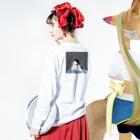 chanchanの黒髪ロングのイケてる彼女 Long sleeve T-shirtsの着用イメージ(裏面・袖部分)