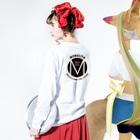 ゲキレイショーオンラインショップのMONOLITH(モノリス)グッズ Long sleeve T-shirtsの着用イメージ(裏面・袖部分)