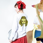 HElll - ヘル - のNo.004 目デ殺ス ロンT Long sleeve T-shirtsの着用イメージ(裏面・袖部分)