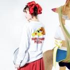 川上タオルのSURI-SURI PIZZA Long sleeve T-shirtsの着用イメージ(裏面・袖部分)