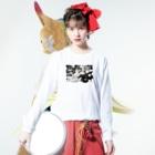 akane_artのモノクロフラワー(キク) Long sleeve T-shirtsの着用イメージ(表面)