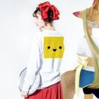 shimojuのきいろいやつ Long sleeve T-shirtsの着用イメージ(裏面・袖部分)