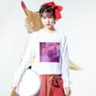 クレヨン君とえんぴつ君のピンクにくるくるなクルクマ Long sleeve T-shirtsの着用イメージ(表面)