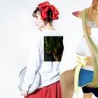 Namidash tilde【~】のgreen g Long sleeve T-shirtsの着用イメージ(裏面・袖部分)