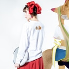 wamiのアワ歌(ヲシテ文字)とハニワ Long sleeve T-shirtsの着用イメージ(裏面・袖部分)