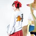 水道橋ですらの【傾奇御免】傾奇リス(カブキ) Long sleeve T-shirtsの着用イメージ(裏面・袖部分)
