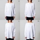 やまさきゆみこのシマリスとクローバー Long Sleeve T-Shirtのサイズ別着用イメージ(女性)