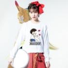 Funny Mill SUZURI店の抱っこワンコ Long sleeve T-shirtsの着用イメージ(表面)