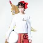 ちょぼろうSHOPのとんがり帽子猫(箒ランプ) Long sleeve T-shirtsの着用イメージ(表面)