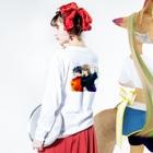 harenotiステッカー製作室のHEY BON 白字バックプリントT Long sleeve T-shirtsの着用イメージ(裏面・袖部分)