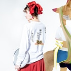 team-Kのソーシャルディスタンスマーク Long sleeve T-shirtsの着用イメージ(裏面・袖部分)
