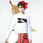 akane_artのモノクロチワワ(アンニュイ2) Long sleeve T-shirtsの着用イメージ(表面)