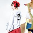 ほっかむねこ屋@5/16→31  吉祥寺駅のトイレねこ 黒 Long sleeve T-shirtsの着用イメージ(裏面・袖部分)