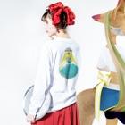 森崎 by SUZURIの地球滅亡 -侵略編- Long Sleeve T-Shirtの着用イメージ(裏面・袖部分)
