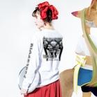 "DIOGRANDE JAPAN SUZURI STOREのDIOGRANDE JAPAN ""DEATH TROYER"" レプリカモデル Long sleeve T-shirtsの着用イメージ(裏面・袖部分)"