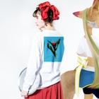 SOILのTulipa cv. lambada   back print T Long sleeve T-shirtsの着用イメージ(裏面・袖部分)