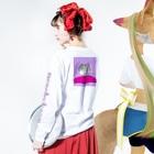 peachykeenのcity girl/ pink Long sleeve T-shirtsの着用イメージ(裏面・袖部分)