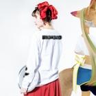テンテン商店 in SUZURIのテンテンコ お絵かきTシャツ ~𓆛Goldfish𓆛~ Long sleeve T-shirtsの着用イメージ(裏面・袖部分)