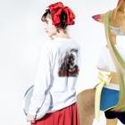 Drecome_DesignのInfinity Long sleeve T-shirtsの着用イメージ(裏面・袖部分)