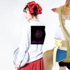 くろギャル:dongxugegeのくろギャル 蜘蛛とクレオメの花 ロンT 白 Long sleeve T-shirtsの着用イメージ(裏面・袖部分)