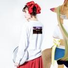 kmmr®︎のkmmr®︎ sunset beach Long sleeve T-shirtsの着用イメージ(裏面・袖部分)