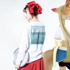 YAKYUBO STOREのHawaii LS TEE (バックプリント) Long sleeve T-shirtsの着用イメージ(裏面・袖部分)