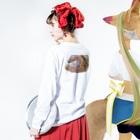seide.blume~D*R~のラブの尾 Long sleeve T-shirtsの着用イメージ(裏面・袖部分)