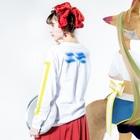 Oriのエモ Long sleeve T-shirtsの着用イメージ(裏面・袖部分)