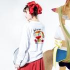 charlolのwww charlie QR Long sleeve T-shirtsの着用イメージ(裏面・袖部分)