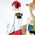 sayuri shirakiのベビエム Long sleeve T-shirtsの着用イメージ(裏面・袖部分)