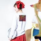 ぬっのタイの屋台🇹🇭(カラフル) Long sleeve T-shirtsの着用イメージ(裏面・袖部分)